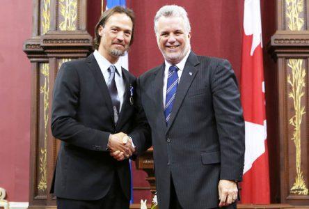 L'ex-hockeyeur Joé Juneau est fait Chevalier