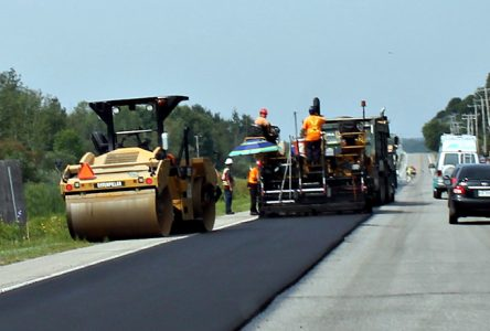 Asphaltage sur la route 365 à Pont-Rouge et Neuville