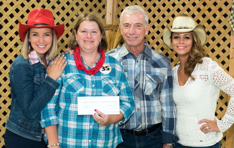 Elle gagne 30 500$ à La Poule gala country