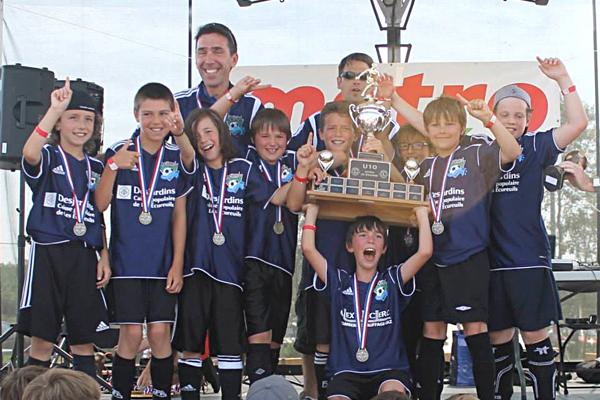 Un tournoi : cinq équipes médaillées