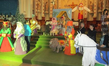 Personnages en papier à l'église de Saint-Raymond