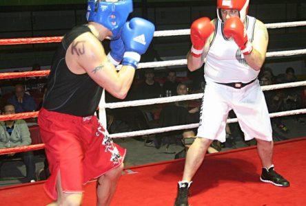 Des hockeyeurs gonflés à bloc… pour boxer à Saint-Marc-des-Carrières