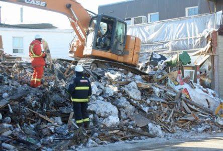 Feu à Donnacona: les experts fouillent les décombres