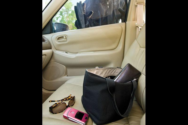 Le voleurs se font des cadeaux: verrouillez les portes d'auto!