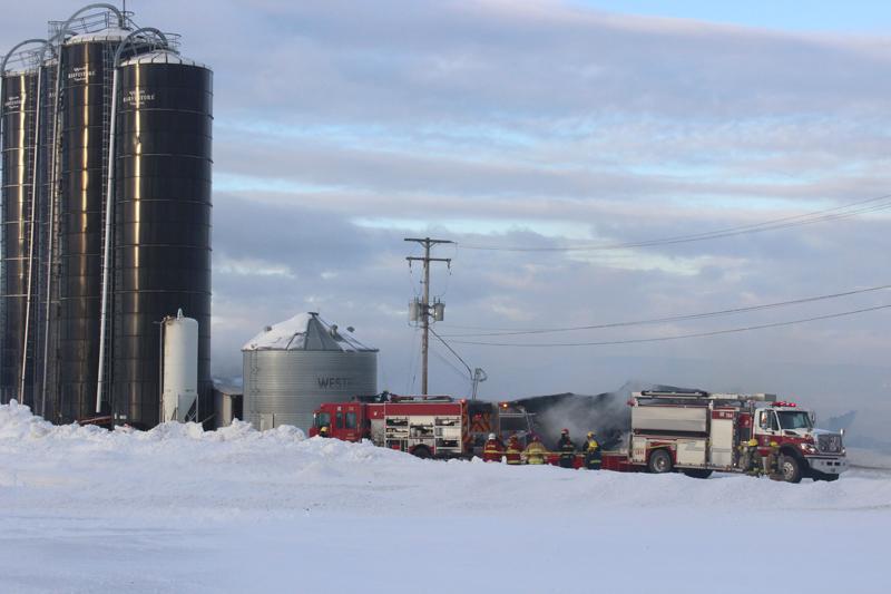 Le feu détruit une ferme à Saint-Basile