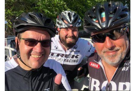 Coderre, Despaties et Bruneau à vélo