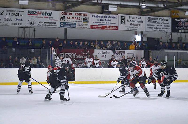 Le programme de hockey de Joé Juneau gagne le secondaire à Saint-Marc-des-Carrières