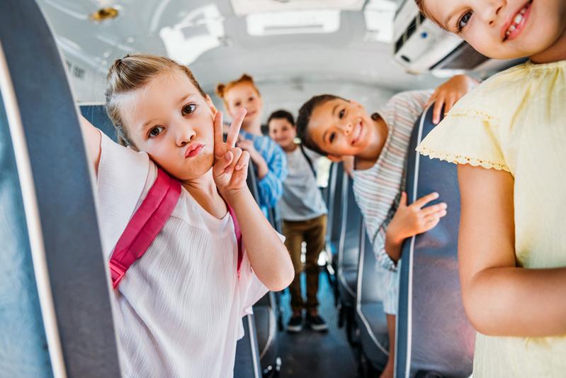 Plus d'élèves dans les autobus et des masques pour le secondaire