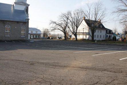 Pour éviter l'écoulement vers le fleuve: Neuville veut refaire le stationnement de l'église