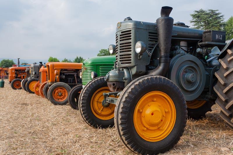Défilé de vieux tracteurs à Sainte-Anne-de-la-Pérade